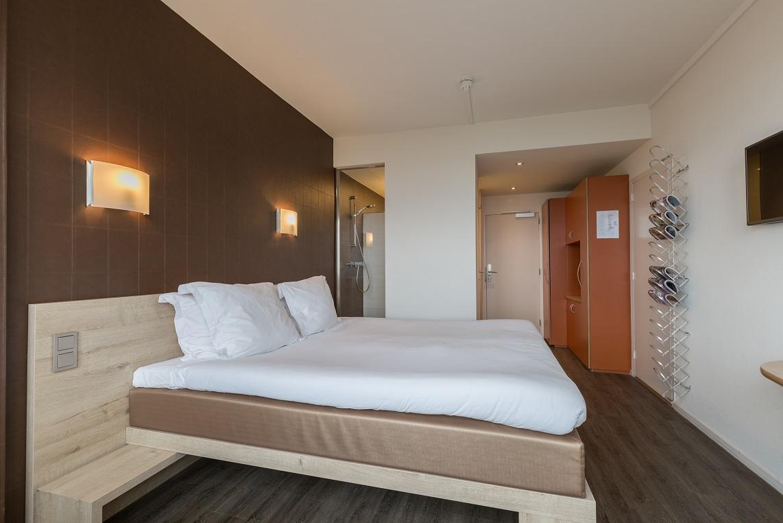 Hotelkamer - overzicht kamer (2)