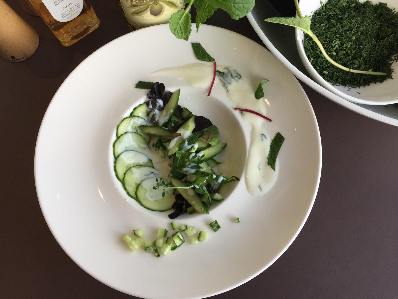 Komkommersalade met yoghurt-muntdressing de baak seaside